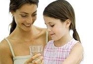 Trẻ ít uống nước dễ bị viêm đường tiết niệu