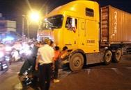 Giải cứu container chết máy giữa đường ray