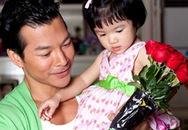 Trần Bảo Sơn tặng con gái hoa hồng