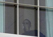 Obama bị rách môi, khâu 12 mũi
