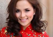Diễm Hương đẹp rực rỡ với áo dài đỏ