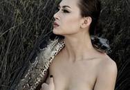 Thót tim Kiều Chinh chụp nude cùng trăn