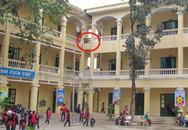 Hai học sinh rơi từ tầng ba xuống đất