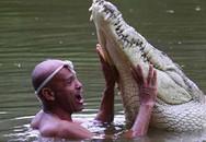 Cá sấu kết thân với ngư dân để đền ơn cứu mạng