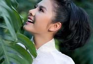Vân Trang e ấp với áo dài trắng