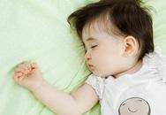 Trẻ tăng cân do ngủ không đủ giấc