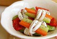 Salat mực cuốn rau củ giòn, ngọt