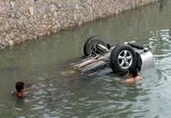 Tránh xe máy, xế hộp chìm nghỉm