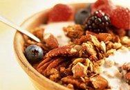 Ăn sữa chua và các loại hạt giúp giảm cân