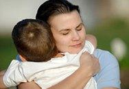 Cha mẹ nên ôm con ít nhất 3 lần/ngày