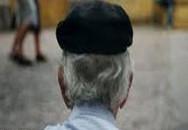 """Cụ ông 80 tuổi nhiễm HIV vì """"bừa bãi"""""""