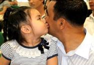 Con gái Quyền Linh tình cảm với bố