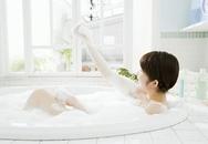 Tắm quá nhiều vào mùa đông gây mẩn ngứa