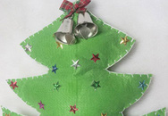 Làm cây thông Noel treo cửa rất dễ