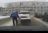 Clip đàn ông Nga ga lăng thu hút 5 triệu người xem