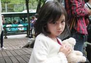 Bé gái xinh đẹp 5 tuổi vụt thành sao