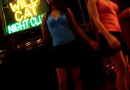 Gái mại dâm vật lộn kiếm sống ở Hong Kong