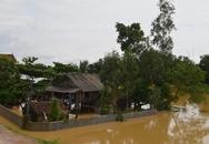 Nghệ An: Hàng ngàn người dân vẫn mắc kẹt trong lũ