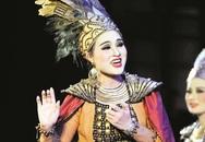 """Vợ """"con sói"""" Lê Hùng - diễn viên Hoài Thu: Bỏ chèo vì chồng, """"gặt giải"""" cũng vì chồng"""