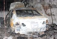 Ôtô Honda Civic bốc cháy trong nhà