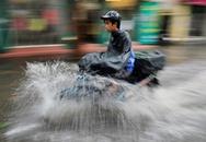 Hà Nội ngập trong trận mưa 'giải nhiệt'