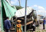 Xe tải lao vào nhà dân