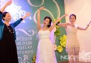 GS Xoay song ca cùng vợ trong đám cưới