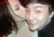 Lộ ảnh Angela Phương Trinh ôm hôn trai lạ trong vũ trường