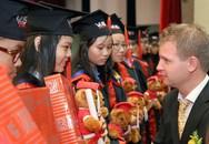 Anh Văn Hội Việt Mỹ trao chứng chỉ chứng chỉ Cambridge Flyers & KET cho 649 học viên