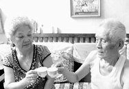 Cụ ông 94 tuổi muốn lên xe hoa sau khi gặp người cũ