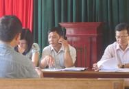 """Chủ tịch huyện """"bận họp"""" trong buổi tiếp dân"""