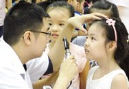 Nháo nhào vì đau mắt đỏ tấn công trường học