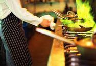 Độc hại món xào mỡ sôi già bốc khói xanh