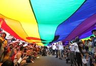 Hàng chục nghìn người xuống đường ủng hộ hôn nhân đồng tính