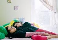 Cận cảnh cuộc sống hằng ngày của 2 bé gái liền thân