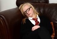 """Thiếu nữ xinh đẹp 14 tuổi mắc chứng """"Người đẹp ngủ"""""""
