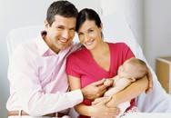 'Lóng ngóng' như chồng chăm vợ đẻ