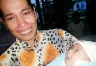 Mẹ nức nở tiễn con gái bị 'chôn sống' vào trung tâm mồ côi