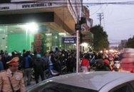 Hàng trăm người dân xem công an bắt ông chủ khách sạn