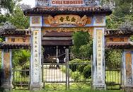 Xác chết biến dạng trong chùa
