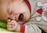 Bé sơ sinh khóc và cách làm dịu khẩn cấp