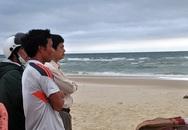 4 học sinh bị sóng biển cuốn trôi