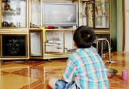 Chữa thói quen 'ngồi đồng' xem tivi của trẻ