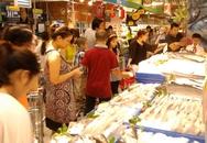 Siêu thị đắt hàng, chợ ế phải giảm giá