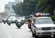 Kiểm tra xe biển xanh của Hà Nội hộ tống Nick Vujicic