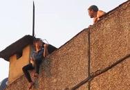 Lời kể của người giải cứu thiếu nữ định tự tử tại khu tập thể 5 tầng