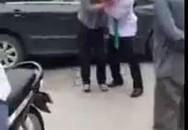 """""""Huyết chiến"""" vì va chạm giao thông ở Hà Nội"""