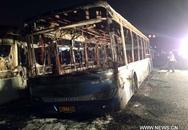 Hàng chục người chết cháy trong xe buýt