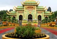 Ngôi đền dát vàng ở Bình Dương