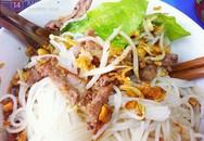 Thưởng thức bún bò Nam Bộ cổng trường Việt Đức
